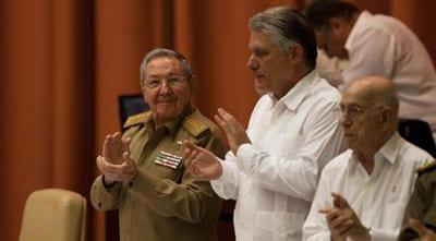 El Presidente Raúl Castro, su primer vicepresidente Miguel Diaz Canel y el número dos del Partido Comunista, José Ramón Machado Ventura