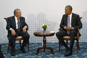Raul Castro y Barack Obama when they held their historic meeting in Panama on April 11, 2015.
