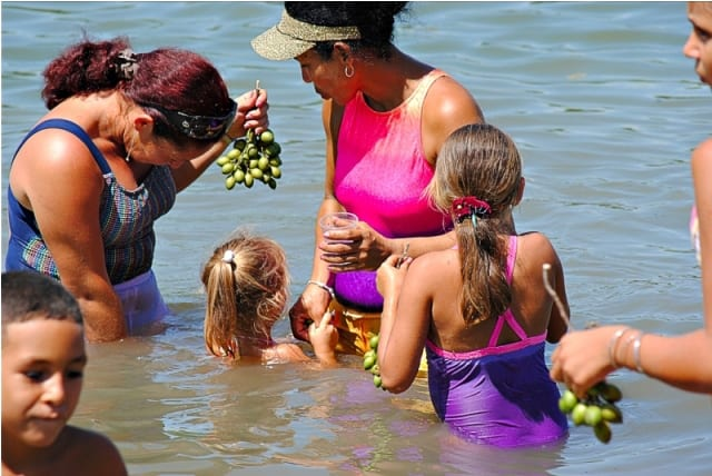 Refrescando en el Rio Bayamo.  Foto: Ihosvanny