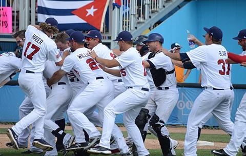Celebra Estados Unidos su pase a los finales.