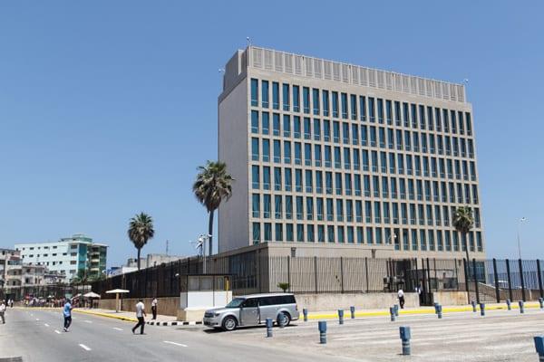 A partir de hoy la bandera estadounidense volará en su embajada en La Habana.