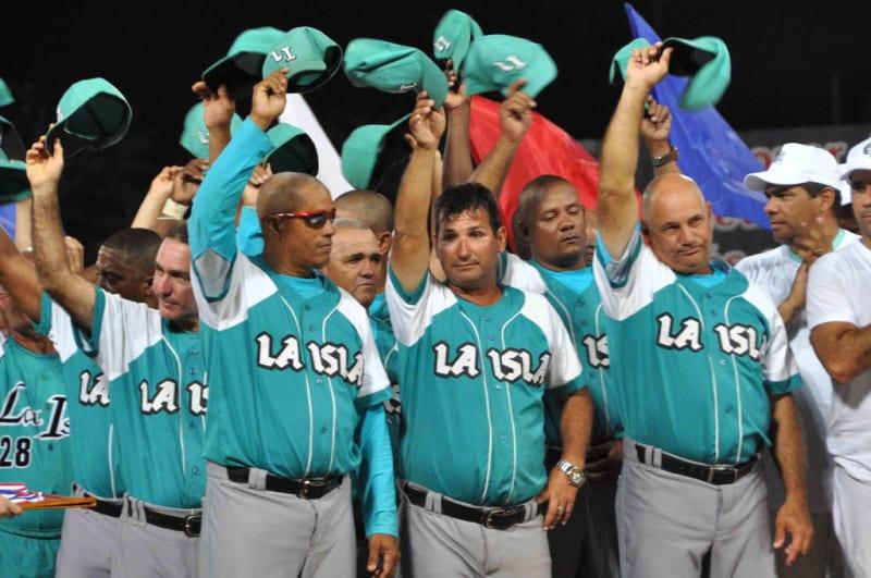 El equipo de los Piratas de la Isla de la Juventud, subcampeón nacional de la 54 Serie Nacional de Béisbol. Foto: Marcelino Vazquez/AIN