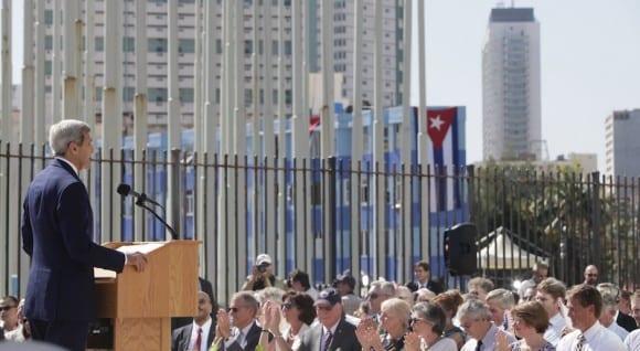 John Kerry en la embajada estadounidense de La Habana.  Foto: Ismael Francisco/cubadebate.cu