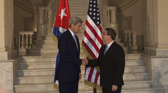 John Kerry y Bruno Rodríguez en la cancillería cubana el 14-08-2015.  Foto: cubadebate.cu