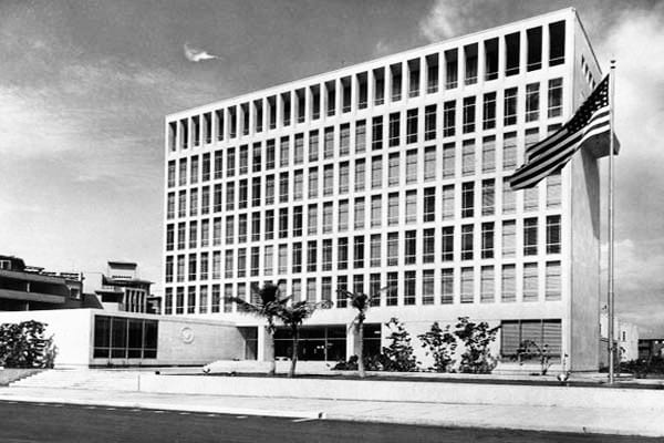 EEUU rompió relaciones con Cuba hace más de medio siglo y reabre su embajada sin haber alcanzado sus objetivos.