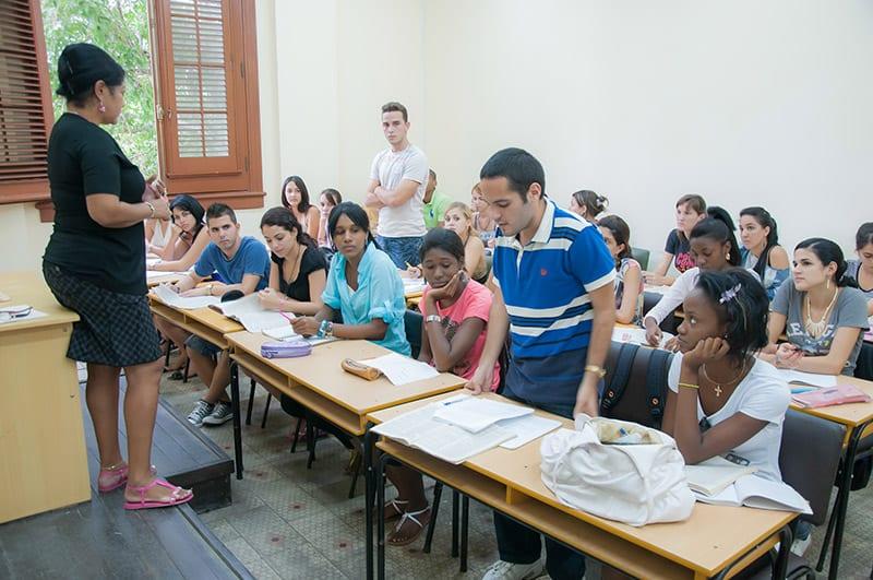 7.Las universidades han graduado más de un millón de profesionales, pero muy pocos optan por carreras ligadas a la educación. Foto: Raquel Pérez Díaz