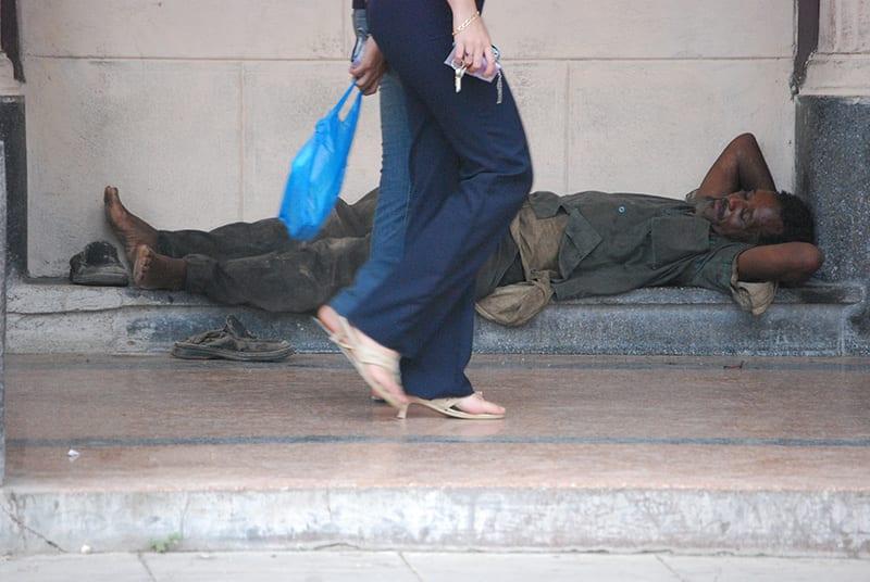 Durante décadas hubo en Cuba un solo vagabundo, el Caballero de París. En unos pocos años han aumentado el número de desamparados de forma alarmante. Foto: Raquel Pérez Díaz