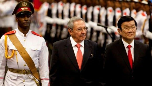 Al regresar esta tarde a Cuba, Raul Castro dió la bienvenida al presidente de Vietnam.