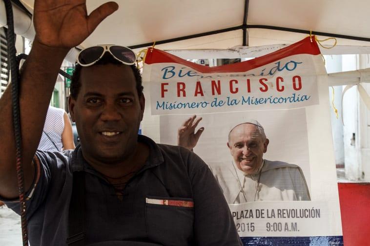 Saludando al Papa. Foto: Juan Suárez