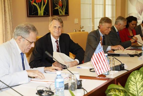 La delegación estadounidense estuvo encabezada por el subsecretario adjunto para los Asuntos del Hemisferio Occidental del Departamento de Estado, Edward Alex Lee. Foto: Cubaminrex