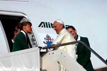 Francisco aborda un vuelo de Alitalia. Foto:/archivo: cubadebate.cu