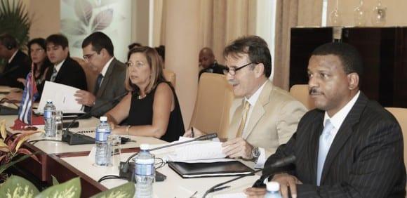 Delegación Cubana a la Primera reunión de la Comisión Bilateral Cuba-EEUU, presidida por Josefina Vidal, directora general de EEUU de la Cancillería cubana. Foto: CubaMINREX.
