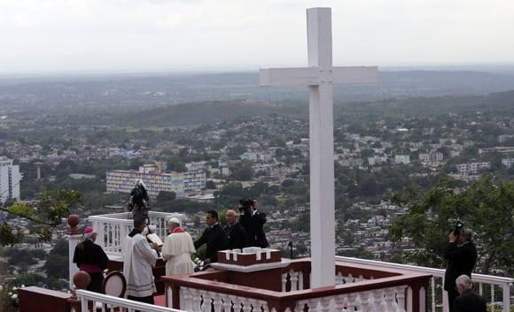 El papa Francisco en la loma de la cruz de Holguín. Foto: Ismael Francisco/cubadebate.cu