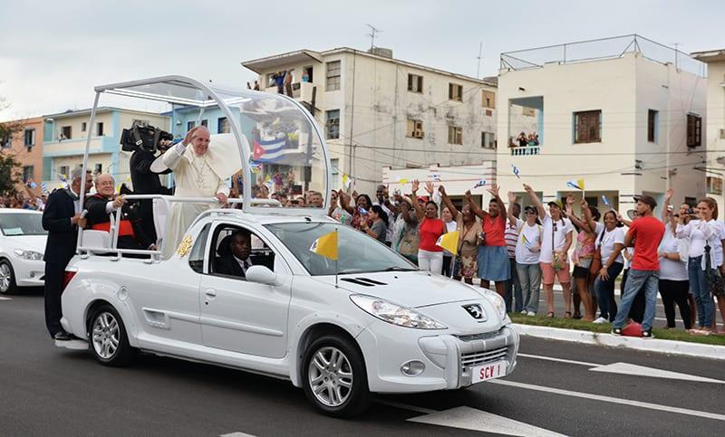No es casual que 3 Papas hayan visitado Cuba en 17 años en un país en el que la iglesia católica nunca, en toda su historia, fue capaz de autoabastecerse de religiosos. Foto: Raquel Pérez Díaz