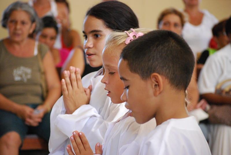La Iglesia Católica capta sus fieles desde el nacimiento, cuando aun no pueden decidir por si mismos que filosofía de vida adoptar. Foto: Raquel Pérez Díaz
