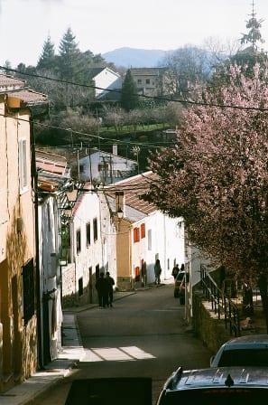Calle prinicipal del pueblo.