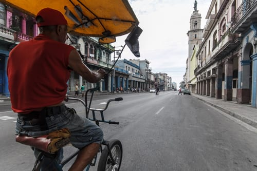 Pedaleando por la ciudad. Foto: Juan Suárez