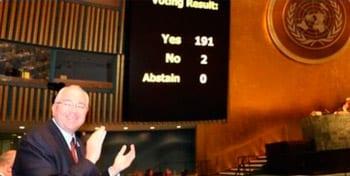 Los resultados de la votación condenando el embargo.