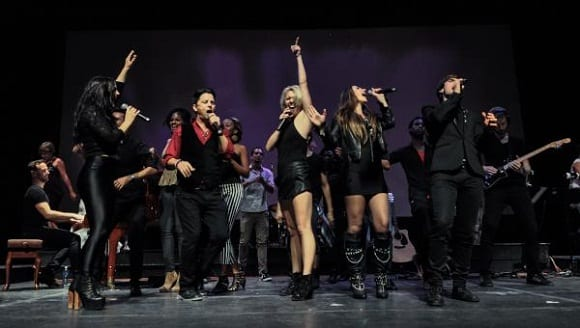 El espectáculo Broadway Rox,  de Nederlander Worldwide Entertaiment, se presentó  en la noche de este viernes en el Teatro Mella, como parte del XVI  Festival Internacional de Teatro de La Habana, el 23 de octubre de 2015. AIN FOTO/Marcelino VAZQUEZ HERNANDEZ/rrcc