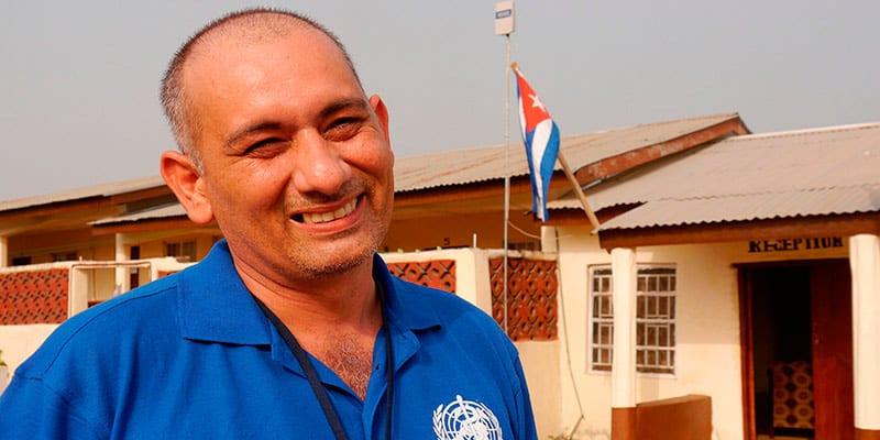 El Dr. Félix Báez fue el único de los médicos que contrajo ébola, sobrevivió y regresó a seguir trabajando en Sierra Leona.