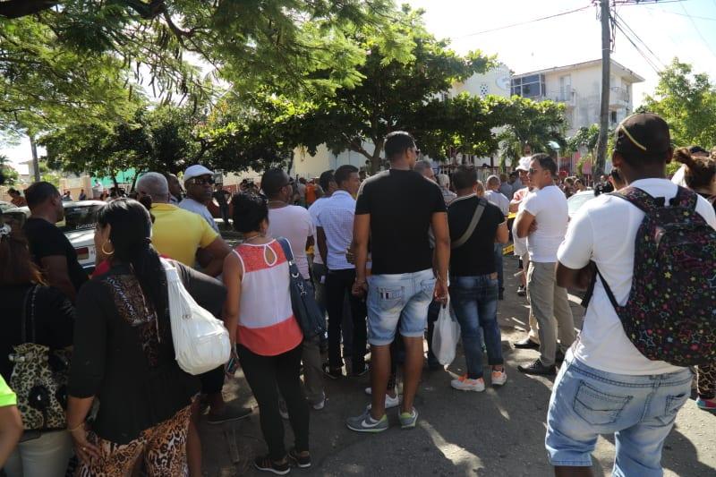 Aparentemente la protesta de los cubanos frente la embajada de Ecuador tuvo un exito parcial.