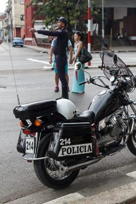 Un policía de transito de La Habana. Foto: Juan Suárez