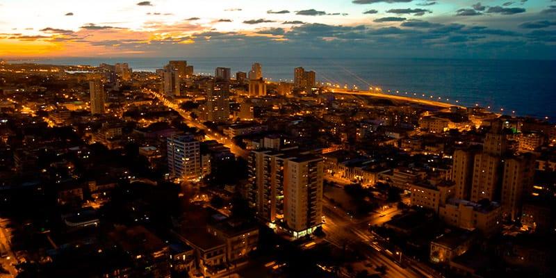 La Noche de La Habana se ha llenado de clubs y discotecas privadas, a pesar de que en la reforma del Gobierno estas no existen. Foto: Raquel Perez Díaz