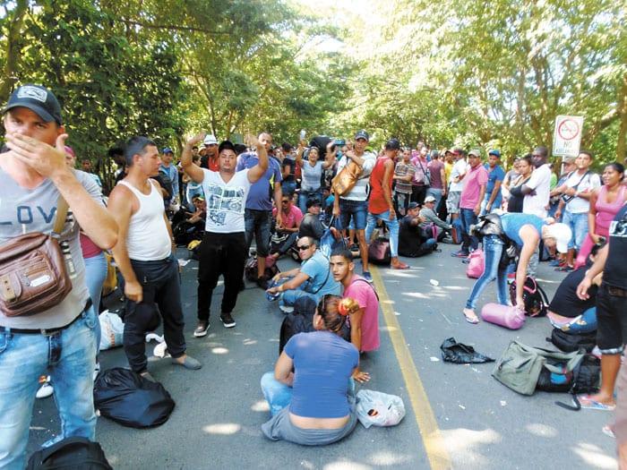 Cubanos estancados en la frontera de Costa Rica y Nicaraugua. Foto: laprensa.com.ni