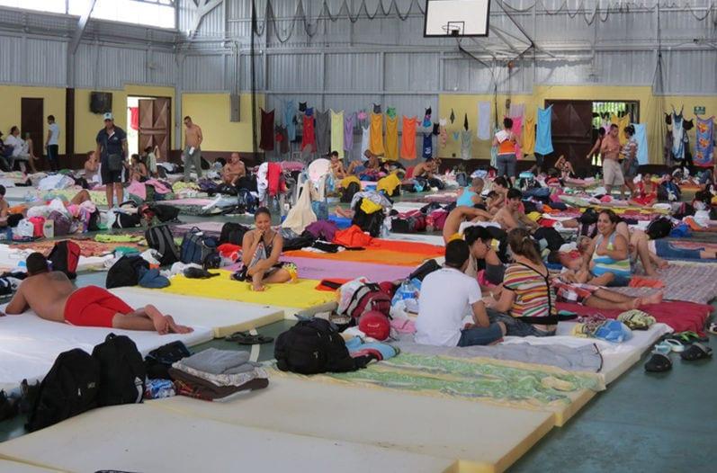 Cubanos en Costa Rica esperando una solución.