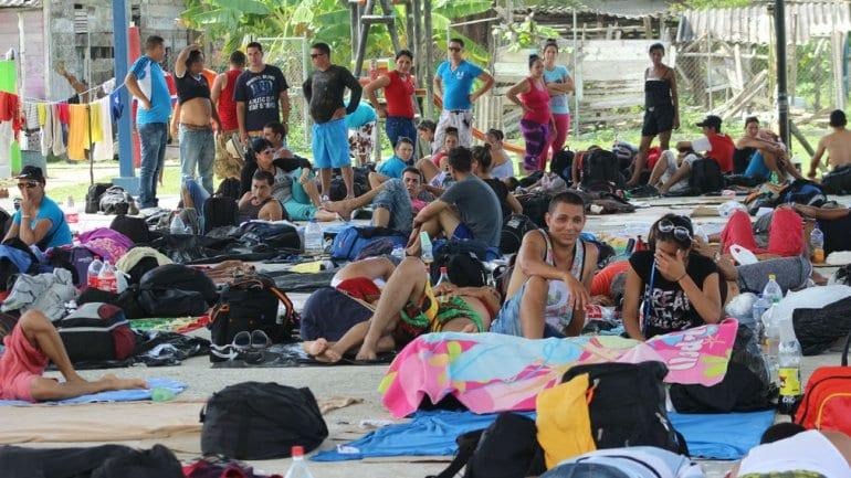 Cubanos esperando en Costa Rica.  Foto: www.mundomaxpr.com