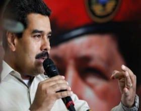 Maduro con el imágen de Chávez.