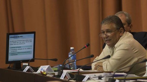 Marino Murillo esta muy contento con el desempeño de la economía cubana. Foto: cubadebate.cu
