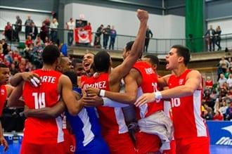 El equipo Cuba celebra su victoria y boleto a Rio 2016.  Foto: The Canadian Press/Amber Bracken