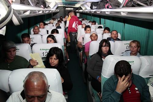 El vuelo de los cubanos de Costa Rica a El Salvador. Foto: cancilleria de El Salvador.
