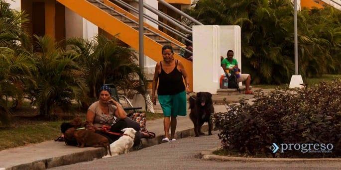 Pobladores de Santiago de Cuba. Foto: Guillermo Salas