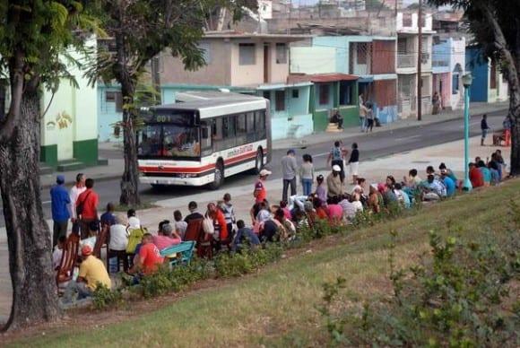 Santiago de Cuba residents took to the streets. Photo: Miguel Rubiera Justiz /ACN