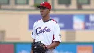 Yaisel Sierra con el Equipo Cuba.