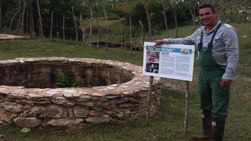 Fernando Funes y su esposa tardaron 7 meses en abrir su pozo de agua rompiendo la roca a mano, armados tan solo de una barreta. Foto: Raquel Pérez Díaz