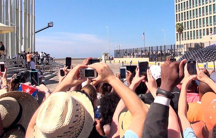La apertura de embajadas fue un paso simbólico pero aun hoy, cualquier presidente podría revertir el acercamiento promovido por Obama y Castro. Foto Raque Pérez Díaz