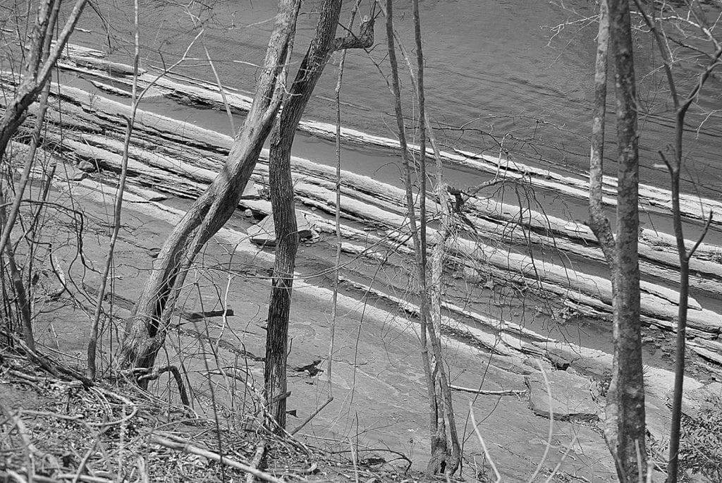 """Río Socuy. La comunidad Wayuma'ana, de indígenas wayuu y criollos venezolanos, se mantiene en resguardo de la tierra y el río Socuy, (en Mara, Zulia, Venezuela) para evitar que el gobierno realice la explotación, a cielo abierto, del carbón mineral abundante en ese territorio. Ya la Mina Norte ha contaminado las aguas del río Guasare. El calentamiento provocado por esta Mina - cercana también a la comunidad Wayuma'ana - ha provocado intensas sequías en la zona con severas consecuencias para estas familias. Maikiraalasalii en wayunaiki quiere decir """"los que no se venden"""", la gente de esta comunidad se reconoce con este nombre por su resistencia y empeño en resguardar su territorio."""