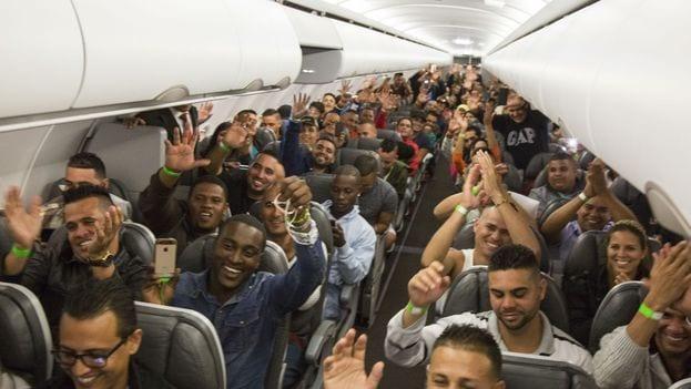 Cubanos saliendo de Costa Rica para México. Foto: Presidencia de Costa Rica.