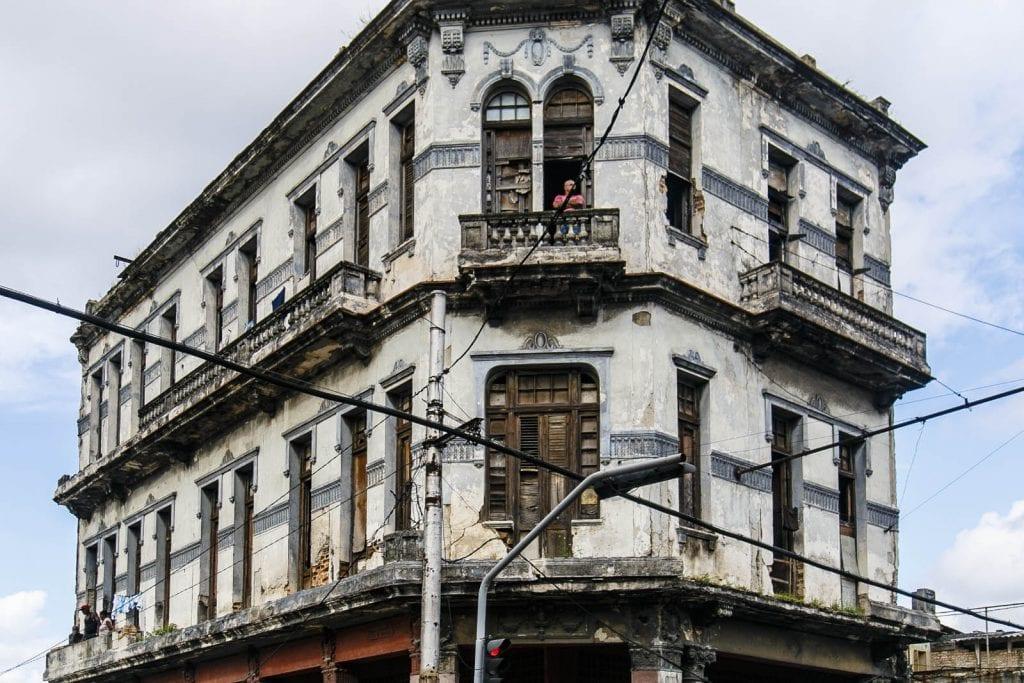 Edificio de la esquina de Tejas