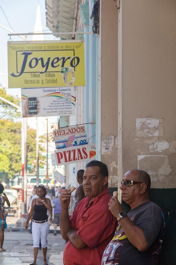 Calle traficado de Centro Habana.  Foto: Juan Suárez