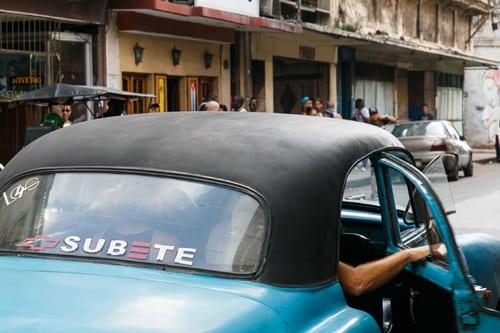Taxi colectivo en La Habana. Foto: Juan Suárez