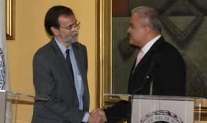 El representante del FMI en Nicaragua, Juan Zalduendo, y el presidente del Banco Central, Ovidio Reyes, se estrechan la mano. Foto: Carlos Malespín/elnuevodiario.com.ni