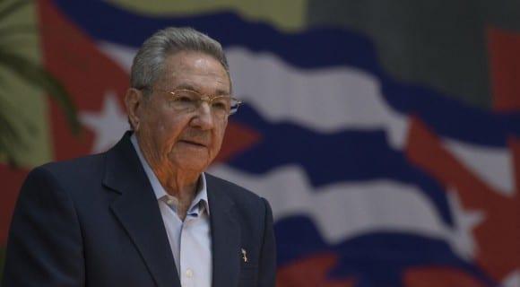 Raúl Castro presenta el Informe Central del Congreso del PCC.