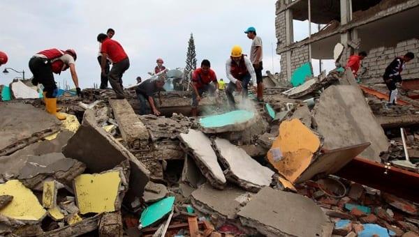 Terremoto en Ecuador.  Foro: EFE/telesurtv.net