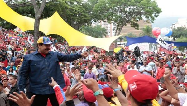 Nicolás Maduro con sus seguidores. Foto: prensa presidencial