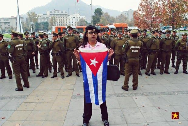 El Che con bandera de Cuba