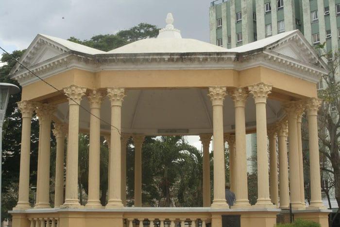 Glorieta del parque Leoncio Vidal de Santa Clara.